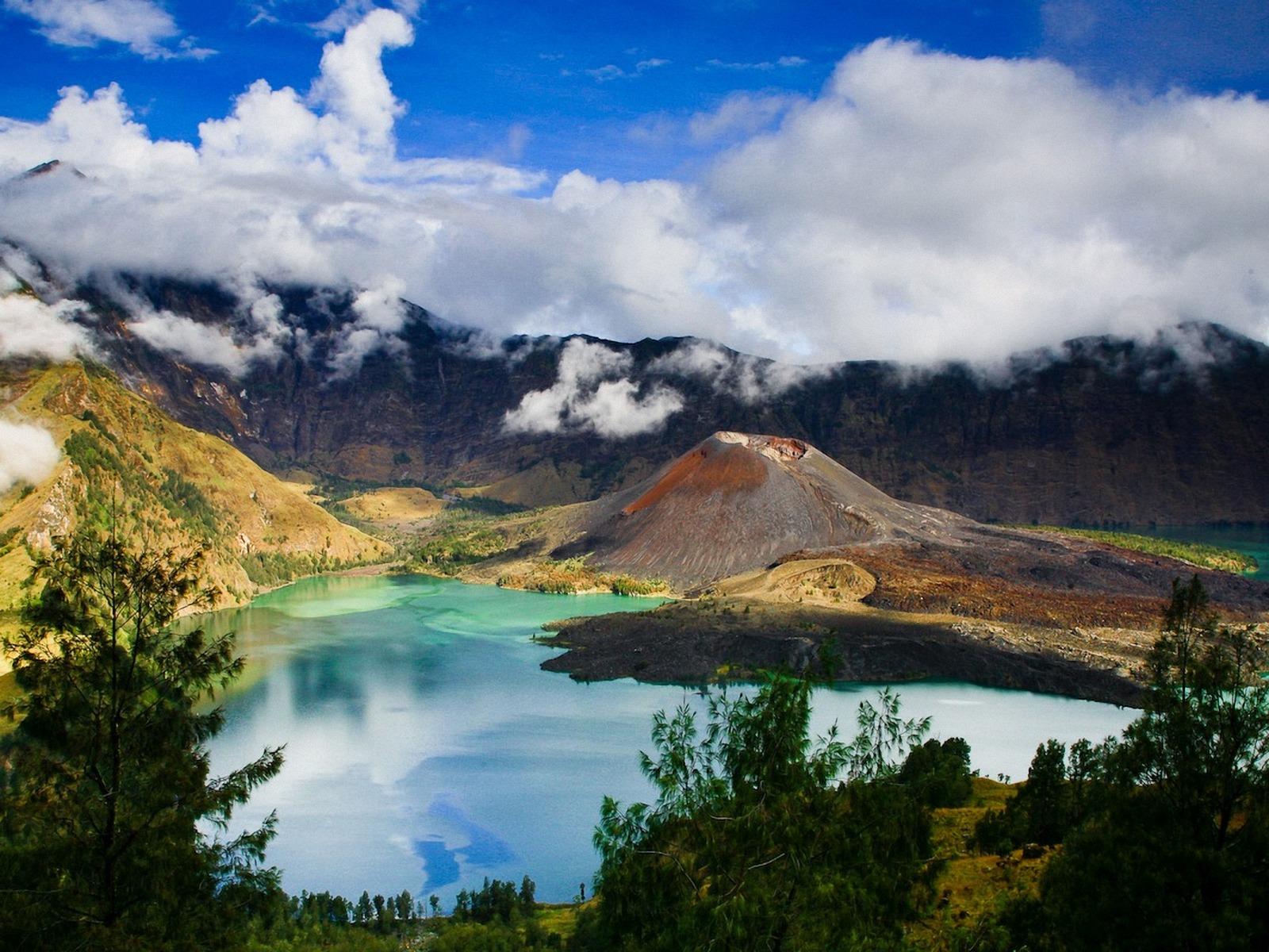 Gunung Rinjani Lake Above